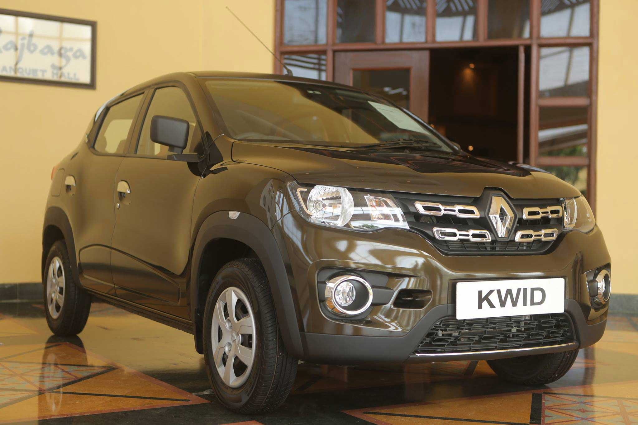 renault kwid rxl exterior image gallery pictures photos. Black Bedroom Furniture Sets. Home Design Ideas