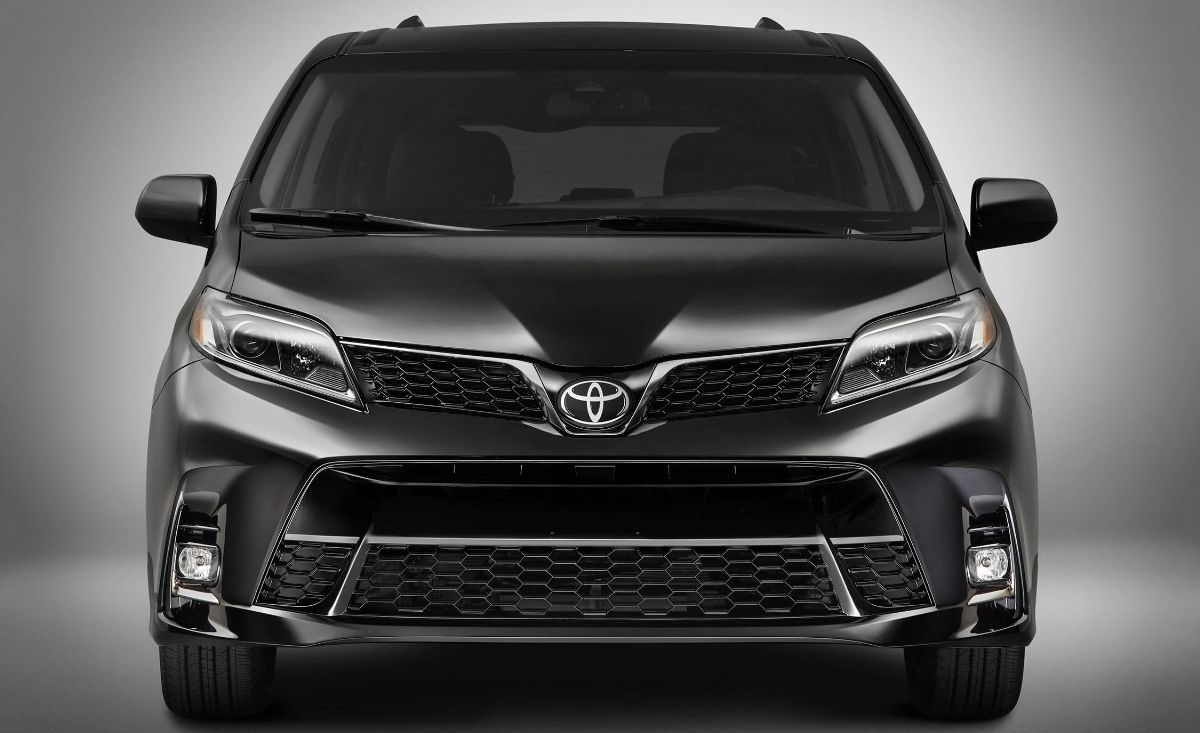 Toyota Sienna Se 2018 Exterior Image Gallery Pictures Photos